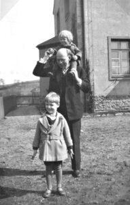mit Vater Werner und Bruder Reinhard 1932
