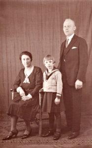 Helga-Cent-Velden-mit-dem-Elterm-1933-187x300