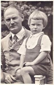 mit dem Vater 1933